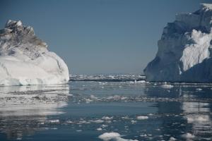 Iceberg sea